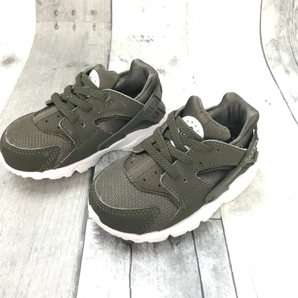 buy online c645e 08b3e Hunter green Nike Huarache